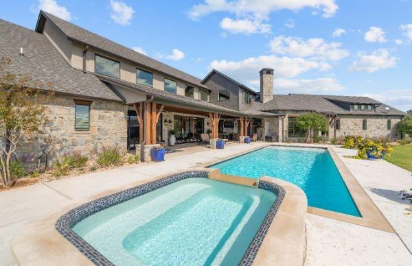 https://ml8umxs3iemf.i.optimole.com/h7Yz7ao-9YKnhQCl/w:auto/h:auto/q:auto/https://seanknightcustomhomes.com/wp-content/uploads/2020/10/50-Custom-Home-Paradise-Texas-50.jpg
