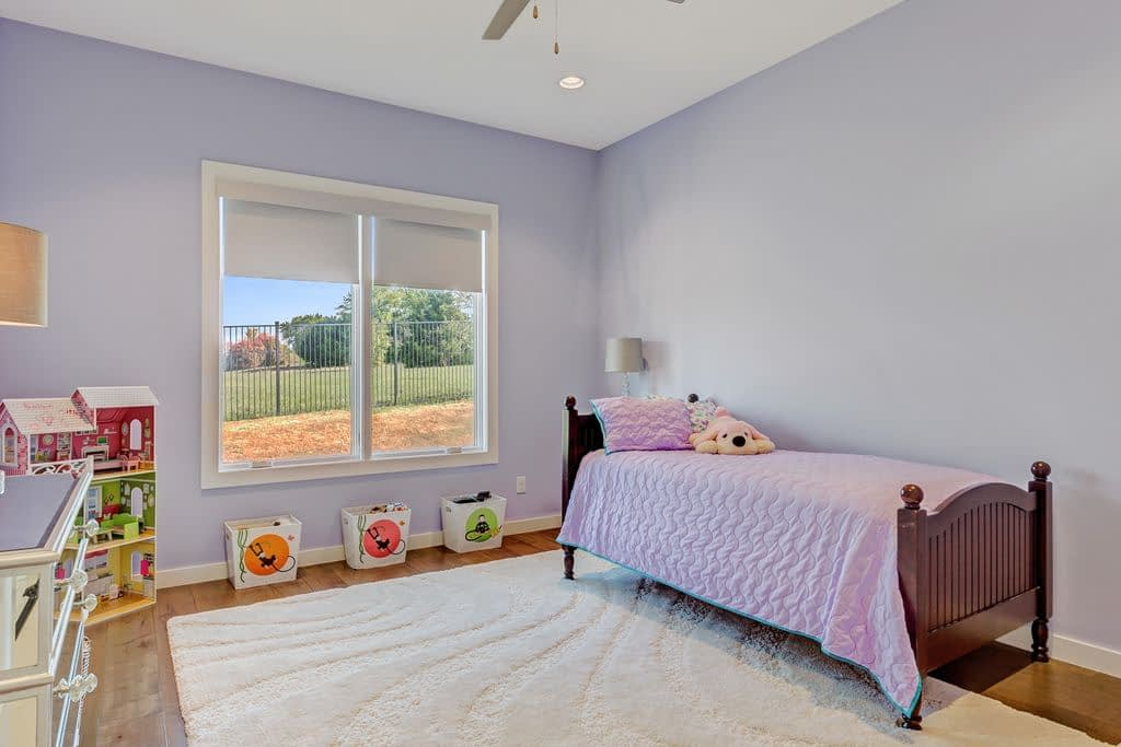 https://ml8umxs3iemf.i.optimole.com/h7Yz7ao-VapVAoBT/w:auto/h:auto/q:auto/https://seanknightcustomhomes.com/wp-content/uploads/2019/10/Vozeh-Secondary-Bedroom.jpg