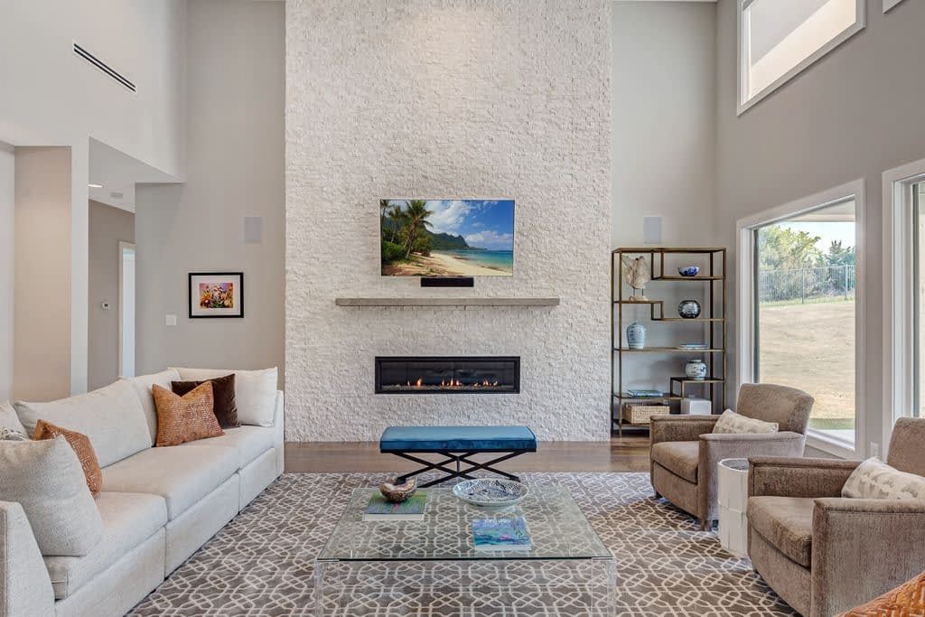 https://ml8umxs3iemf.i.optimole.com/h7Yz7ao-bfAGwPfm/w:auto/h:auto/q:auto/https://seanknightcustomhomes.com/wp-content/uploads/2019/10/Vozeh-Living-Room-Fireplace-View.jpg