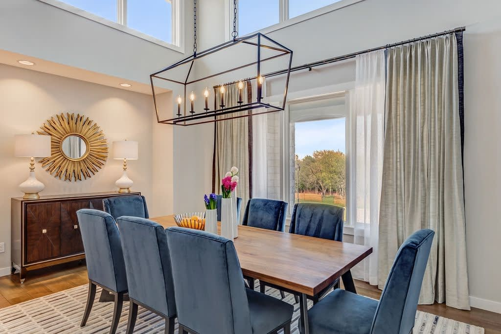 https://ml8umxs3iemf.i.optimole.com/w:auto/h:auto/q:auto/https://seanknightcustomhomes.com/wp-content/uploads/2019/10/Vozeh-Formal-Dining-Room.jpg