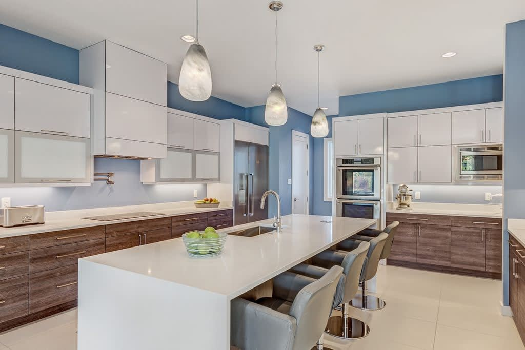 https://ml8umxs3iemf.i.optimole.com/w:auto/h:auto/q:auto/https://seanknightcustomhomes.com/wp-content/uploads/2019/10/Vozeh-Kitchen-View-4.jpg